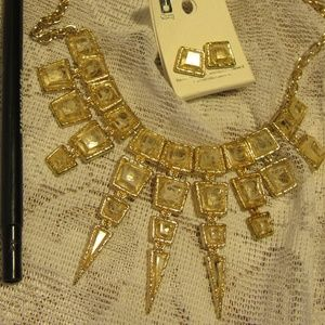 Jewelry - NWT White Statement Bib Necklace and Earring Set